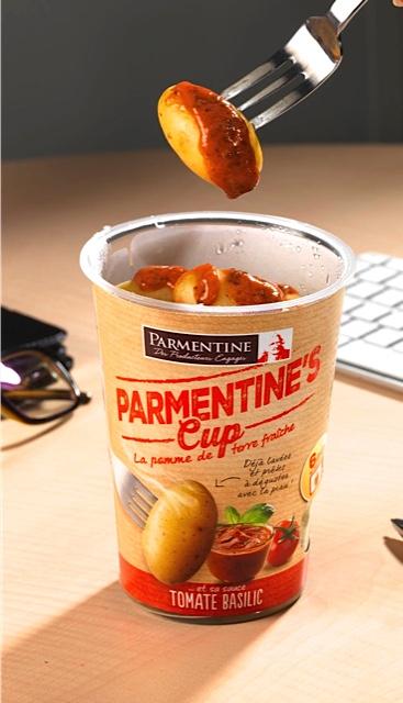 La cup de pomme de terre Tomate Basilic
